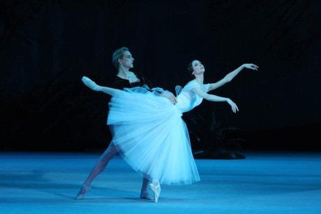 Svetlana Zakharova (Giselle) and David Hallberg (Albrecht). Photo by E. Fetisova.