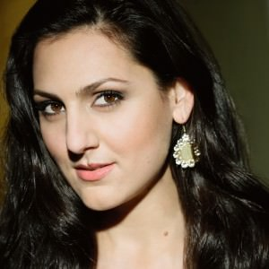 Mezzo-soprano Maya Lahyani (Carmen).
