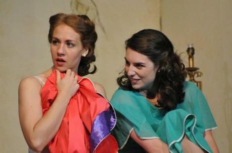 Left to Right: Anna Fagan (Stella Kowalski) and Jennifer Berry (Blanche DuBois. Photo by Matthew Randall.