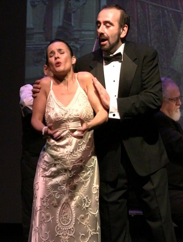 Yana Eminova and Anton Belov singing the seduction duet from 'Pagliacci.'