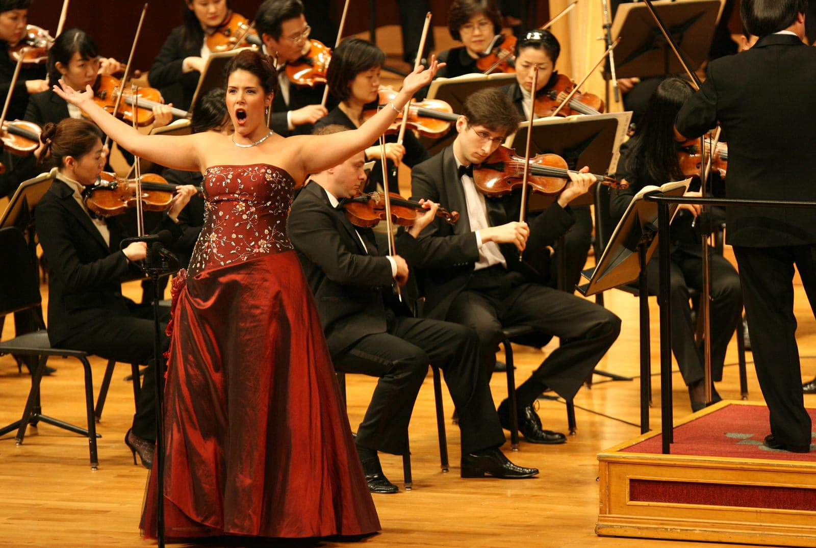 Performing with the Seoul National Philharmonic.