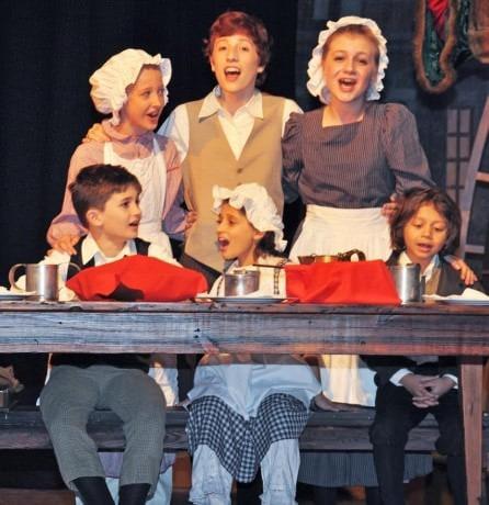 Cratchit Family (Kathryne Gould, Benjamin Gossart, Samantha Price, Bobby Sweeney, Lindsey Gattuso, and Jovani Morales-Shackelford. Photo by Veronica Bruno.