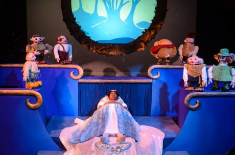 Chema Pineda-Fernandez (Snow White) with her Dwarves. Photo courtesy of The Puppet Co.