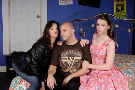 L to R: Allie Dreskin (Linda), Andrew Worthington (Robbie), and Katie Tyler (Julia). Photo by Leo Heppner.