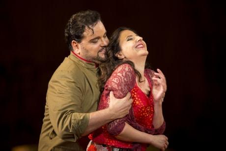 Rafael Davila (Don José) and Géraldine Chauvet (Carmen). Photo by Scott Suchman.