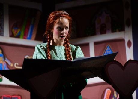 Ella Schnoor (Little Fiona).