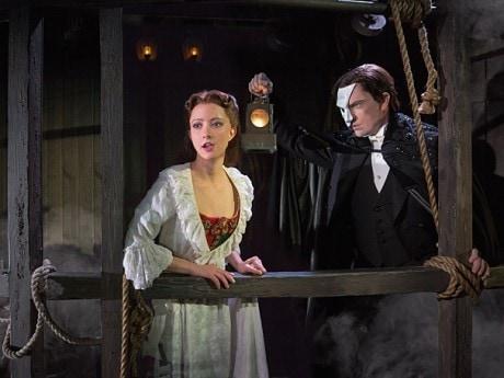 Katie Travis (Christine Daaé) and Chris Mann (The Phantom).