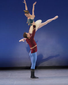 The Suzanne Farrell Ballet in 'Stars and Stripes.' Allynne Noelle and Thomas Garrett.Choreography (c) The George Balanchine. Photo (c) Paul Kolnik.