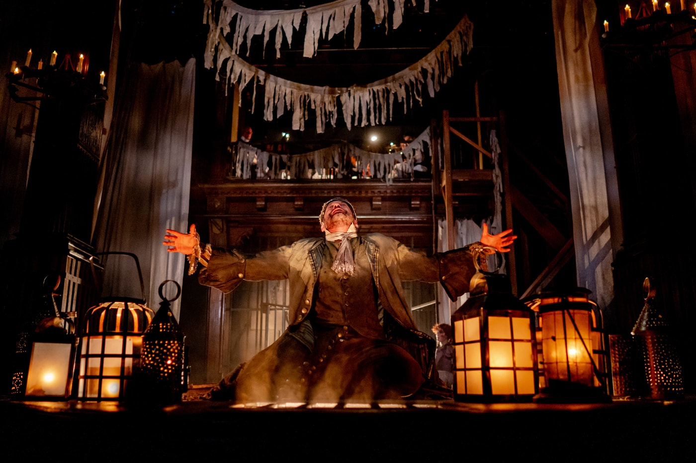 Ian Merrill Peakes as Macbeth at Folger Theatre. Photo by Brittany Diliberto, Bee Two Sweet.