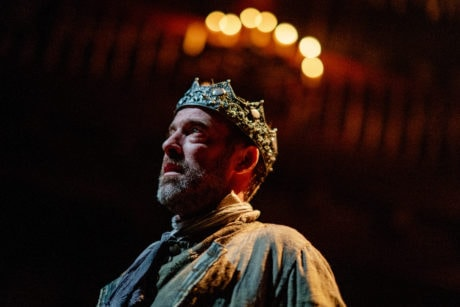"""""""Upon my head they plac'd a fruitless crown."""" Ian Merrill Peakes as Macbeth in Folger Theatre's Macbeth. On stage September 4–23, 2018. Photo by Brittany Diliberto."""