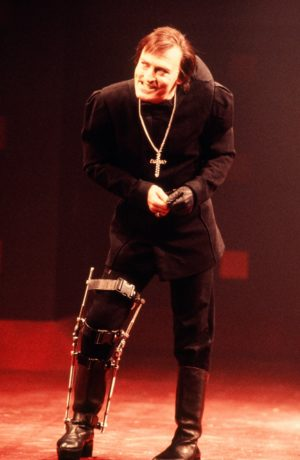 Stacy Keach as Richard III in Shakespeare Theater Company's 1990 production. Photo by Carol Rosegg.